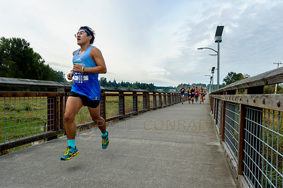 2017 Bellingham Bay Marathon - Paul Young leads the Pack