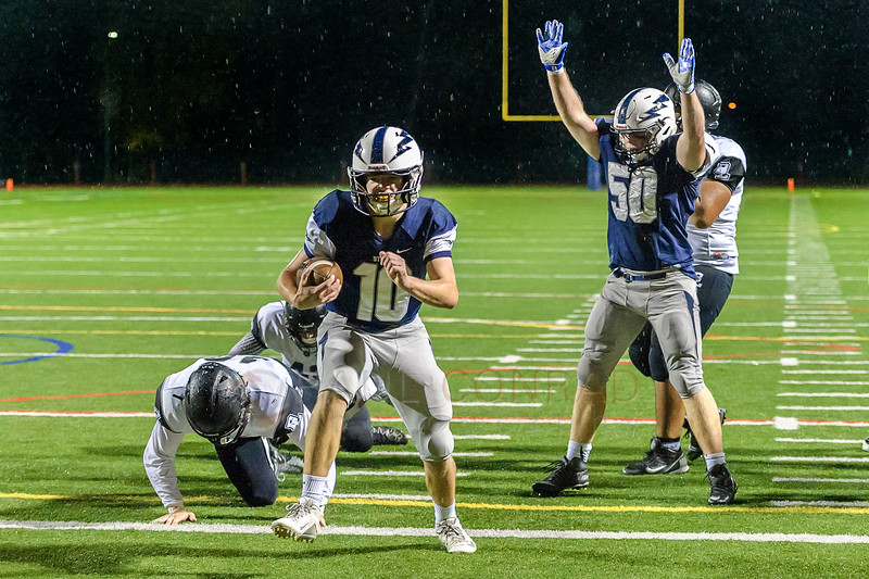 Touchdown!!! - As Squalicum's Garrett Sorenson (10) runs in, team mate Jack Wending (50) signals the touchdown against Bonney Lake during the second quarter of the 3A state playoff. (© Paul Conrad/Paul Conrad Photography)