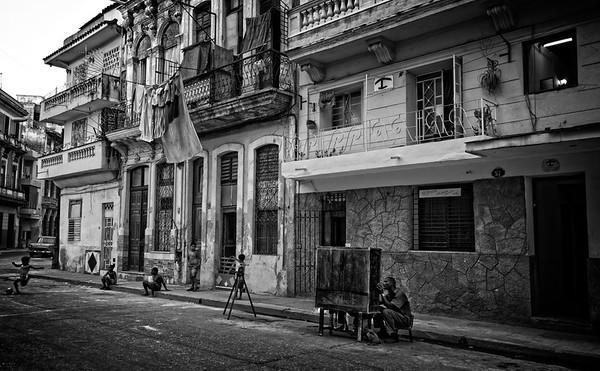 Havana Piano Man B&W