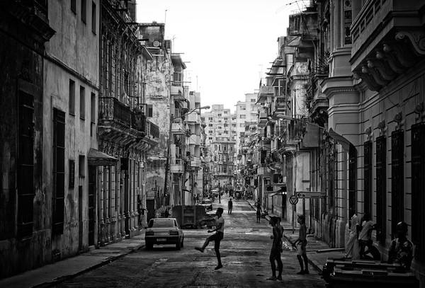 Havana Street Scene 1 B&W
