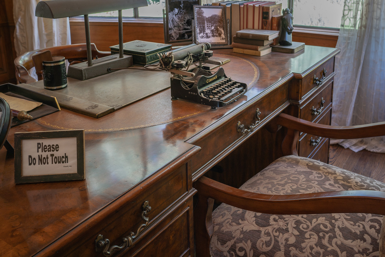 E. Manchester Boddy's desk and typewriter