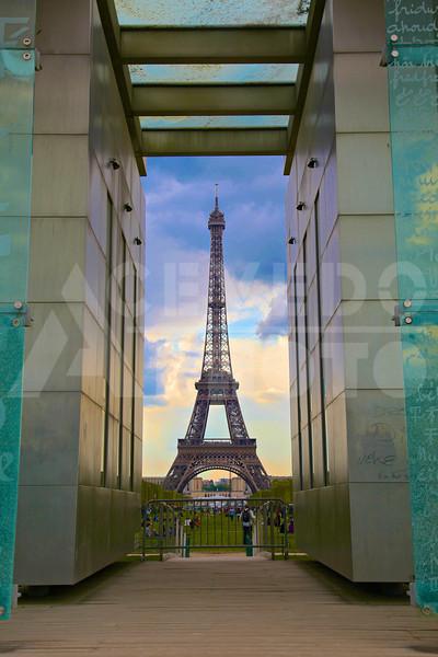 Paris 20120413 044 Architecture - Eiffel Tower M