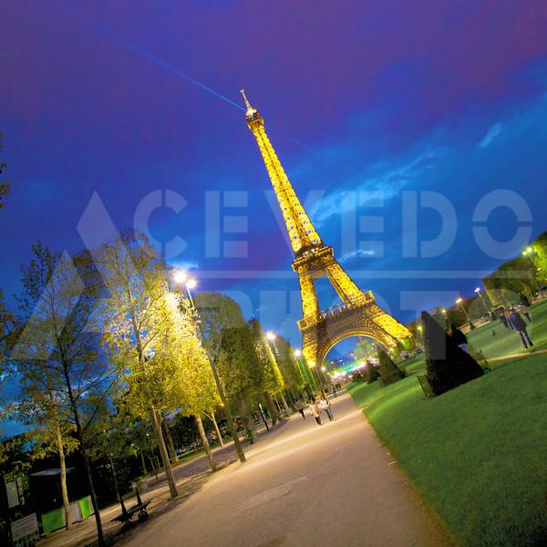 Paris 20120413 116 Architecture - Eiffel Tower - Night Mr