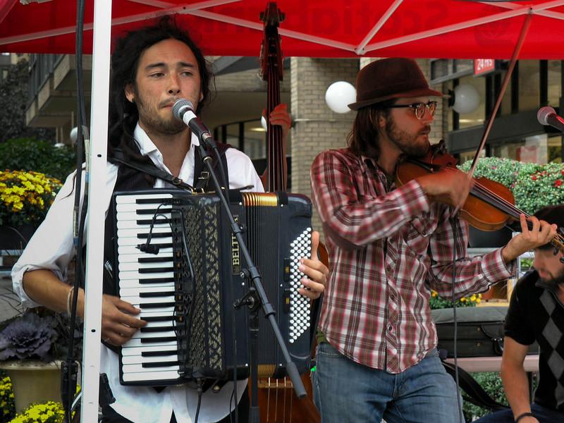 Singer and Fiddler
