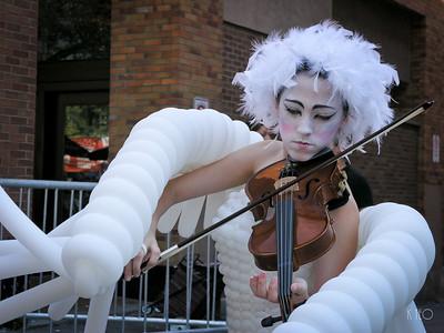 Chicken Violinist