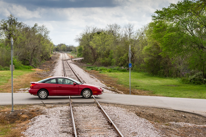 Cars%20crossing%20train%20tracks%20JN059134-L.jpg