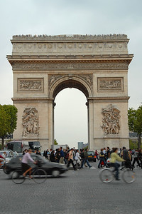 Street traffic in front of the Arc de Triomphe, Paris, France.