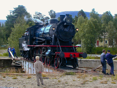 Turning the steam beast Norwegian Railway Club's steam engine type NSB 30a 271 on the turntable at Bjorli