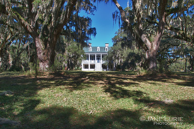 Front view of the antebellum mansion.