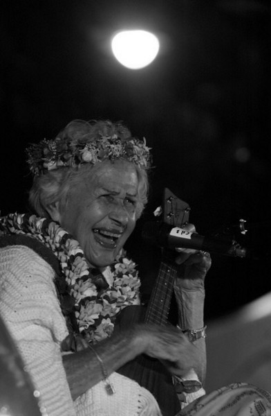 """Aunty "" Genoa Leilani Keawe sings during the closing ceremony at the International Waikiki Hula Conference on Waikiki Beach in Honolulu, Saturday, Dec. 17, 2007.  Keawe died Monday morning in her sleep, she was 89 years old. Keawe was one of the last old-time Hawaii singers preforming for over 50 years with her signature  soprano voice , for holding long notes and falsetto tone well until her last days singing on Waikiki Beach. Keawe had 12 children, 40 grandchildren 98 great grandchildren and 81 great, great grandchildren. (AP Photo/Lucy Pemoni)"