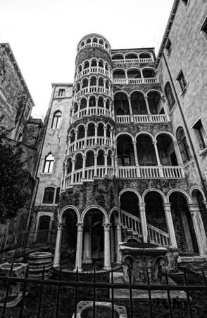Palazzo Contarini del Bovolo B&W