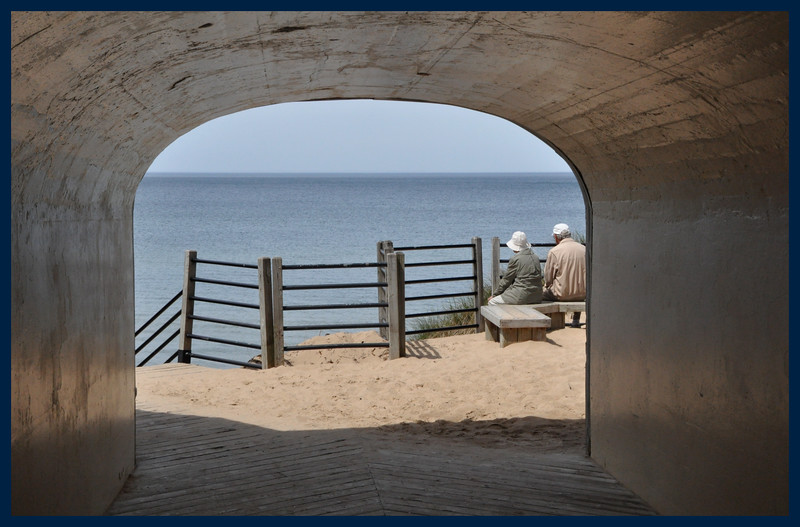The tunnel between the parking area and the beach
