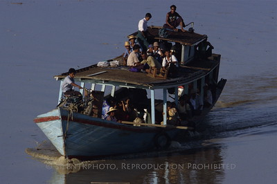 Travel along the Ayeyarwady River - Burma.
