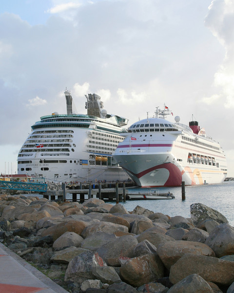 <h3><center>In port</h3><br> <h5>~ St. Maarten</center></h5>