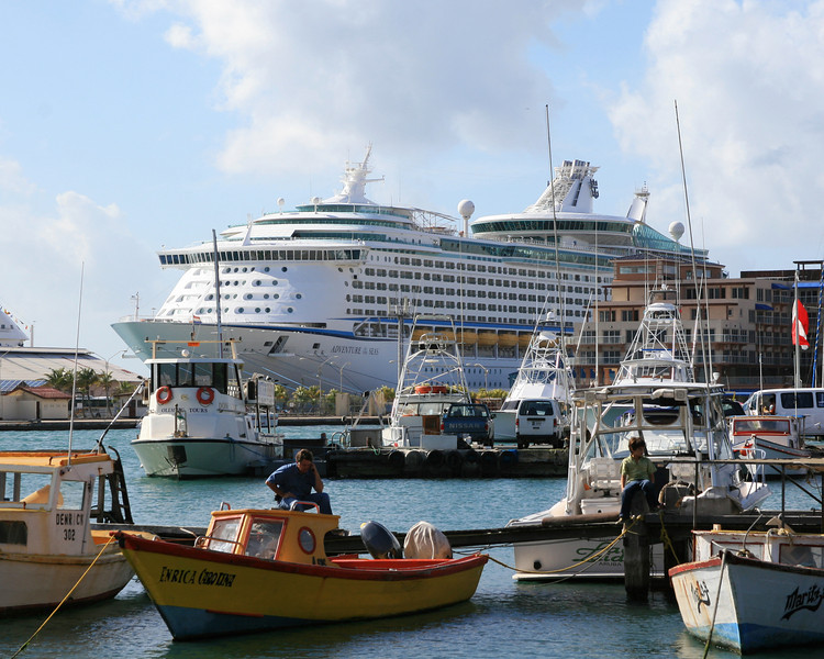 <h3><center>Oranjestad harbor</h3><br> <h5>~Aruba</center></h5>