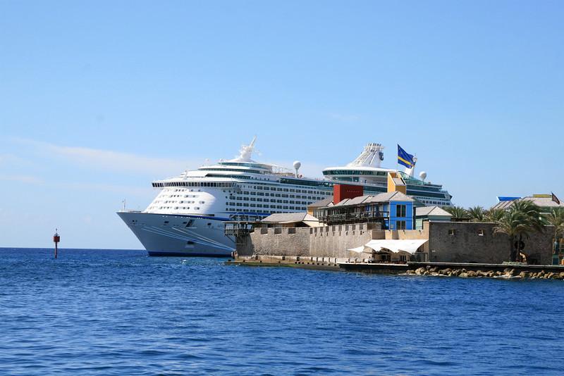 <h3><center>In port</h3><br> <h5>~ Curaçao</center></h5>
