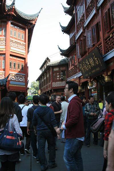 Martijn in the Yuyuan Tourist Mart