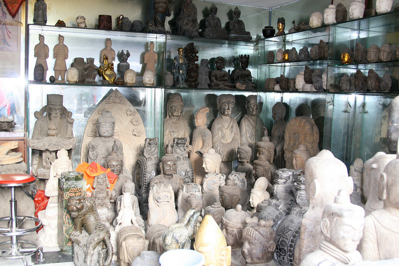 Interesting pieces in a shop near the Yuyuan Tourist Mart