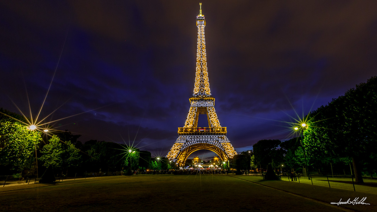 Dazzling light show-Eiffel Tower at 11:00pm!