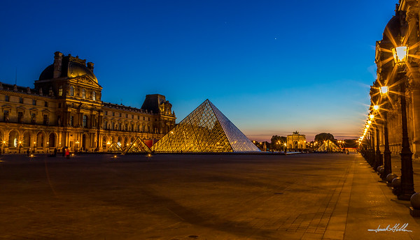Sparkling lights at the Louvre