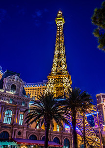 208/365 - Vegas Weekend- Paris Paris!  Camera: NIKON D800 Lens: Nikkor 24-70mm  Exposure Time: 5s (5/1)  Aperture: f/8  ISO: 100  Focal Length: 32mm