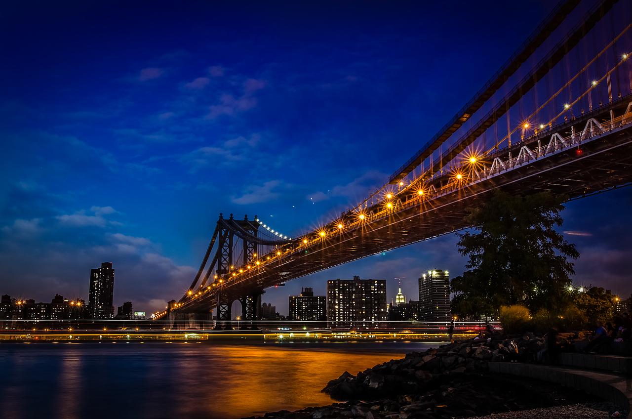 Blue hour between the Manhattan and Brooklyn Bridges