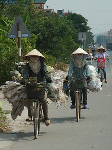 On the road, between Ha Long Bay and Hanoi TK3_2125