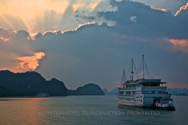 Dawn at Ha Long Bay, Vietnam<br /> TK3_2018