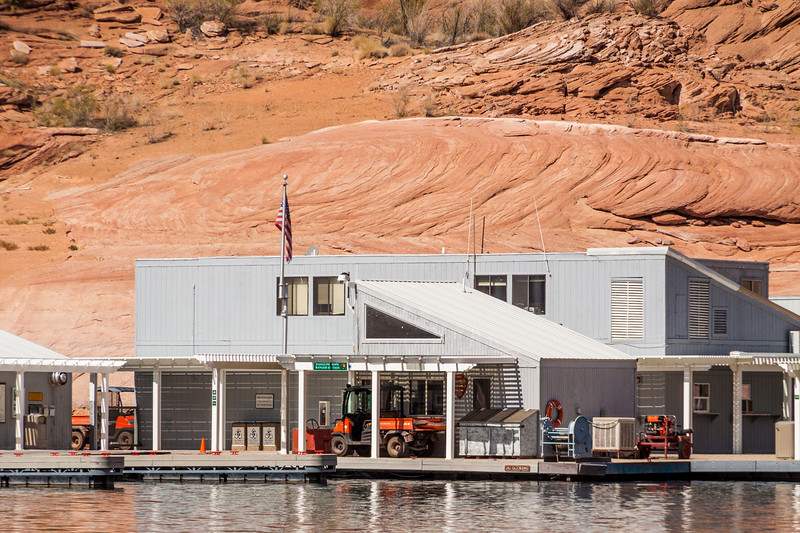 At Dangling Rope Marina on Lake Powell, the National Park Service provides a ranger station, restrooms, free boat pump-out station, and emergency communications. Dangling Rope is only accessible by water.