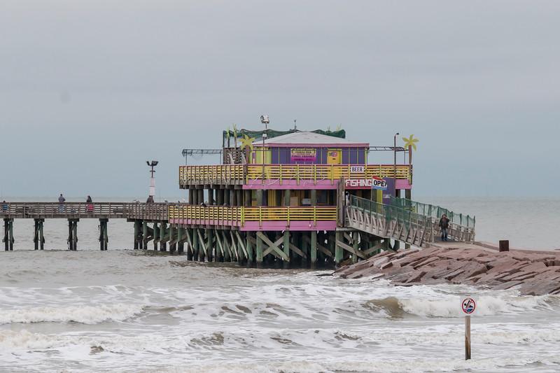 Fishing Pier on Seawall Blvd in Galveston JN094518