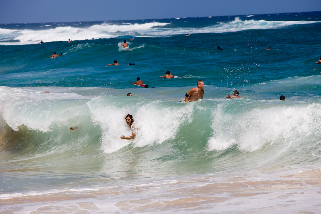 Sandy beach is known for its dangerous waves and for its bodyboarding and bodysurfing. Unexperienced swimmers should stay out of the water! Strong current and dangerous shorebreak.