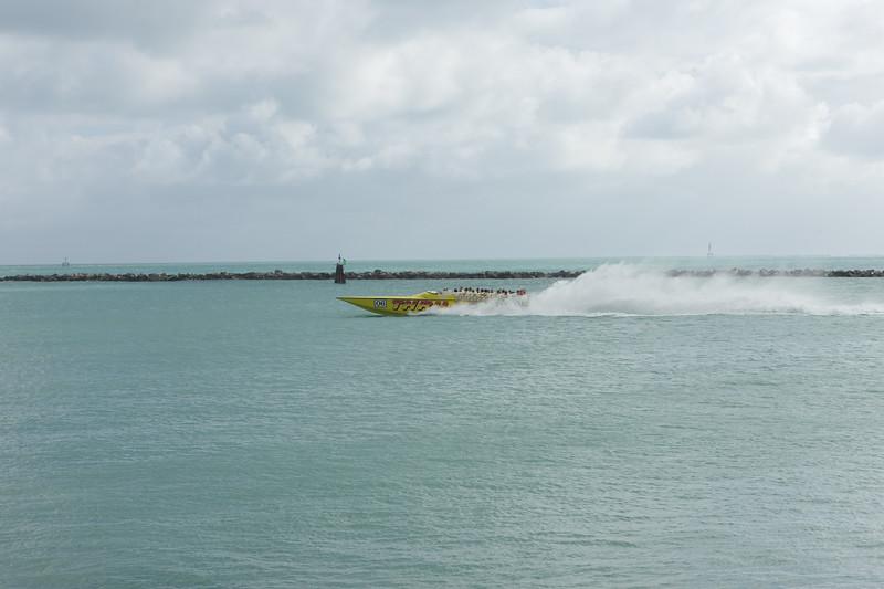 Thriller powerboat in action
