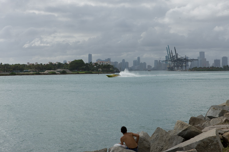 Ride the converted powerboat catamaran Thriller with 55 mph in front of downtown Miami skyline and the harbor.