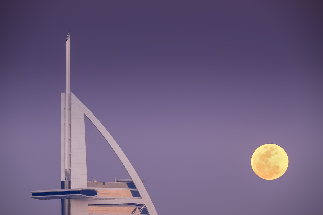 BURJ AL ARAB MOONRISE