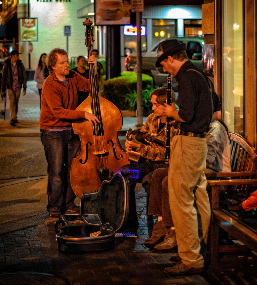 Street Musicians: 2nd Street, Long Beach, California