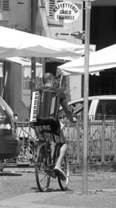 Turin bicyclist with an accordian!