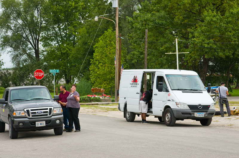 Frank Of American Pickers Pauses To Visit With Local Post Master Zoe Guthrie