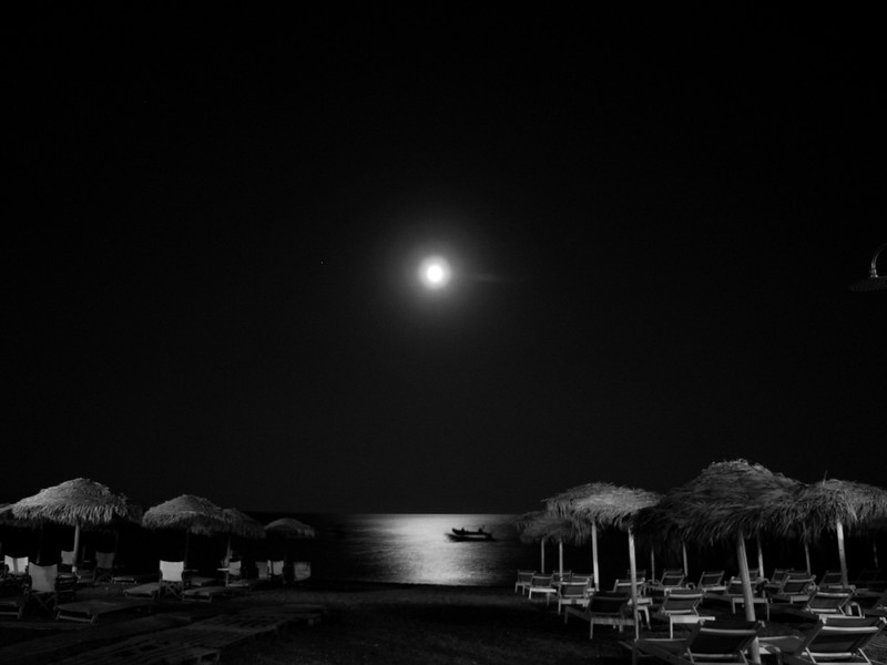 Kamari Moonrise