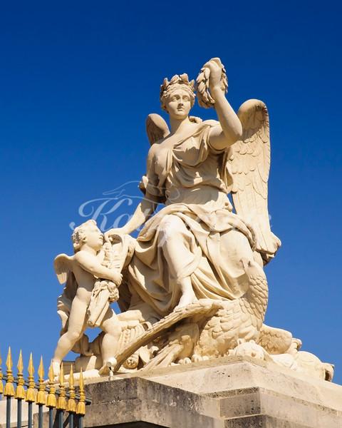 Sculpture at the entrance to Château de Versailles