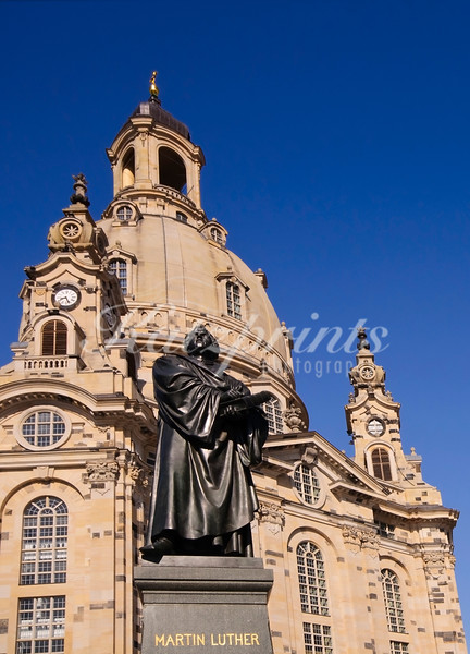 Martin Luther statue in front of Dresden's Frauenkirche