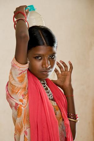 NIK7540: Jong meisje gefotografeerd in een oud paleis in Jodpur.