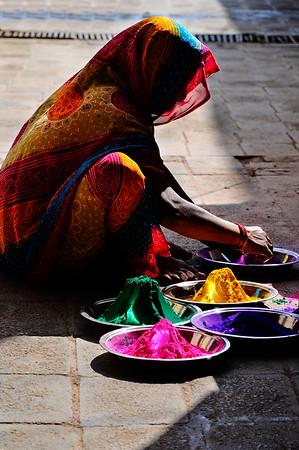 NIK1524: Mooie combinatie van kleuren, zo maar op straat in Orrcha.