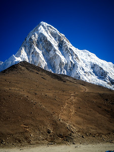 Kala Patthar (5643m) seems like nothing next to Pumori (7161m)