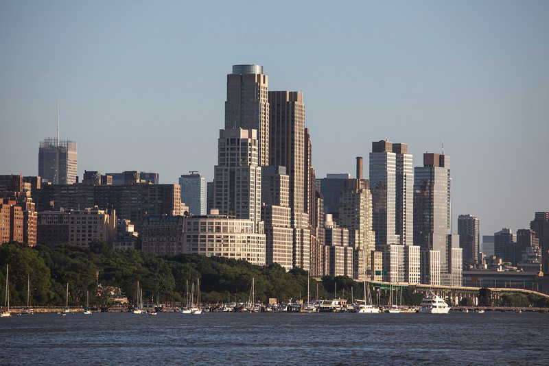 NEW YORK CITY. MANHATTAN SEEN FROM THE HUDSON RIVER.