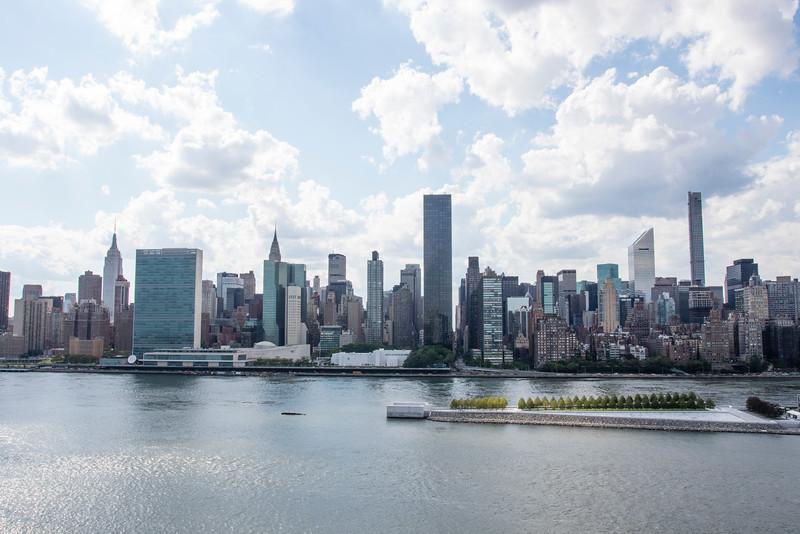 NEW YORK CITY. LONG ISLAND CITY. VIEW AT MANHATTAN.