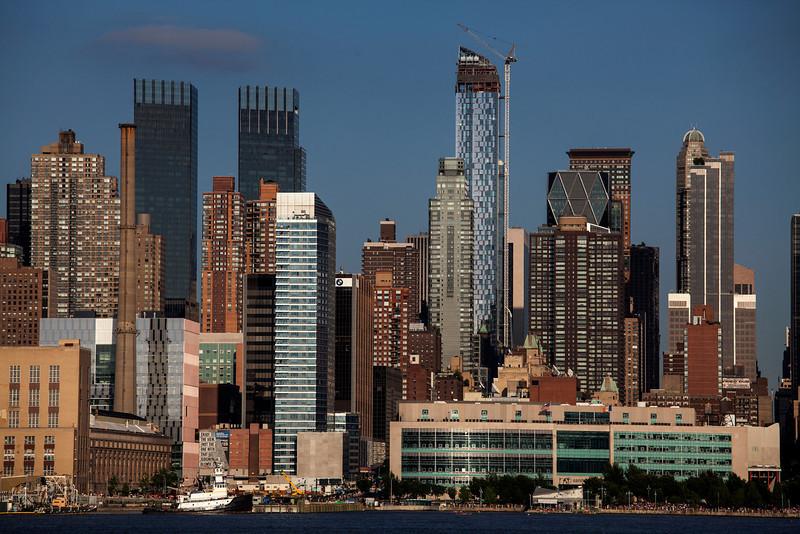 NEW YORK CITY. MANHATTAN SEEN FROM THE HUDSON RIVER.