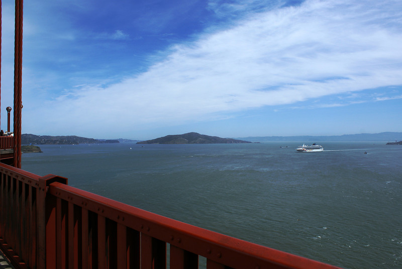 VIEW FROM THE GOLDEN GATE BRIDGE AT ANGEL ISLAND. SAN FRANCISCO. CALIFORNIA.