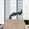 NEW YORK CITY. MANHATTAN. UNITED NATIONS HEADQUARTERS. NON-VIOLENCE STATUE BY CARL FREDERIK REUTERSWARD.