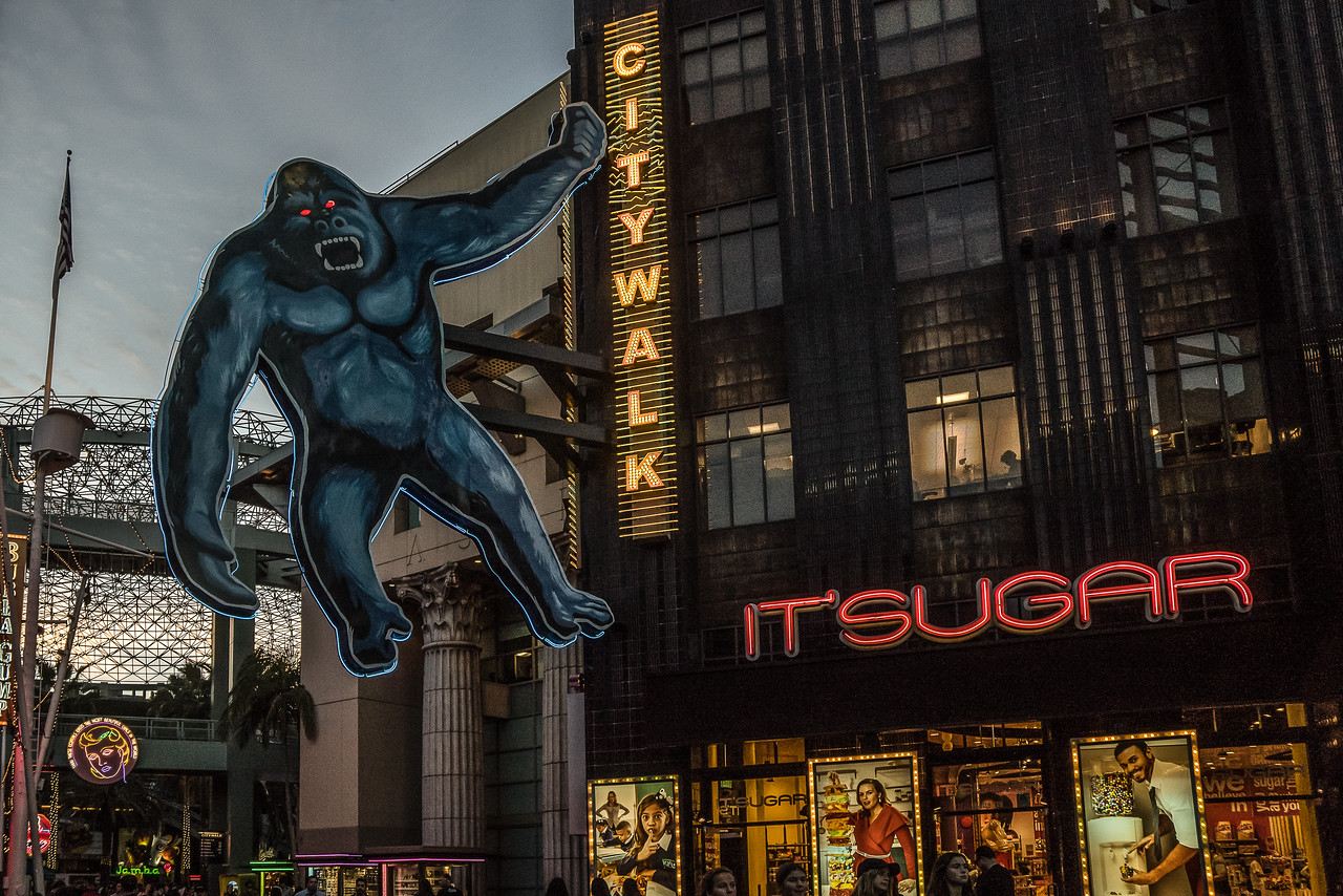 King Kong above Universal CityWalk