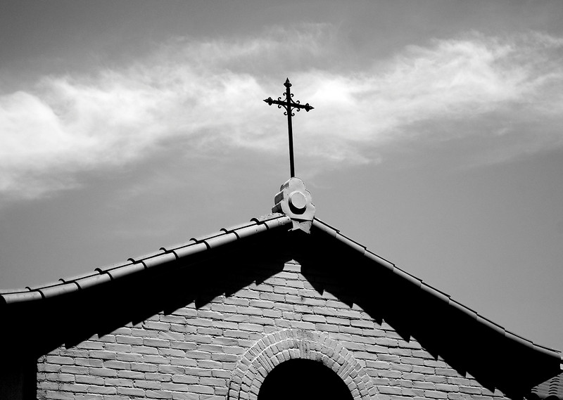 crucifix_bw
